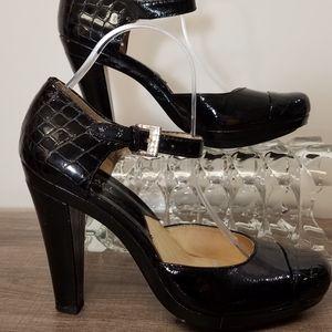 Michael Kors Shoes Heels Morgandy Quarter Strap 9.